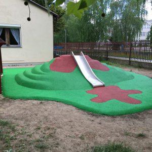 Öntött gumiburkolatú dombcsúszda