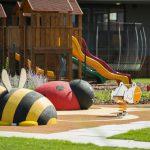 3D öntött gumi burkolatú játszótér Pozsonyban: katica és méhecske